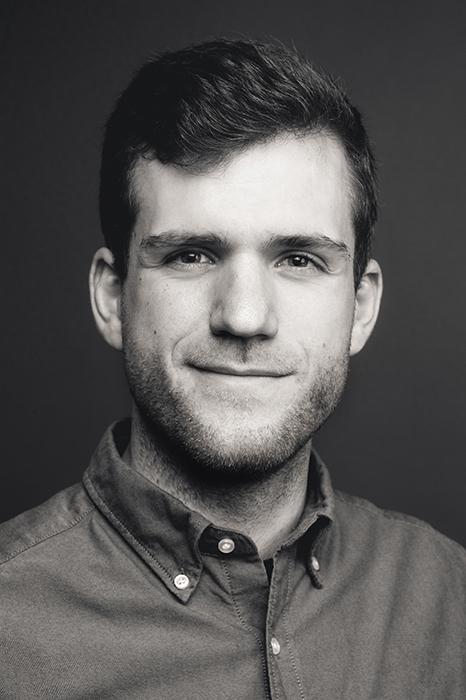 Schwarzweiss Bewerbungsfoto junger Mann