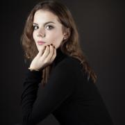 Portrait junge Frau Studio