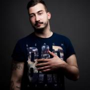 Foto Mann mit Tattoos